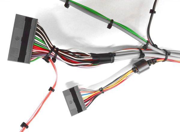 Detail vyvazovaného svazku / Detail of  cable harnesses